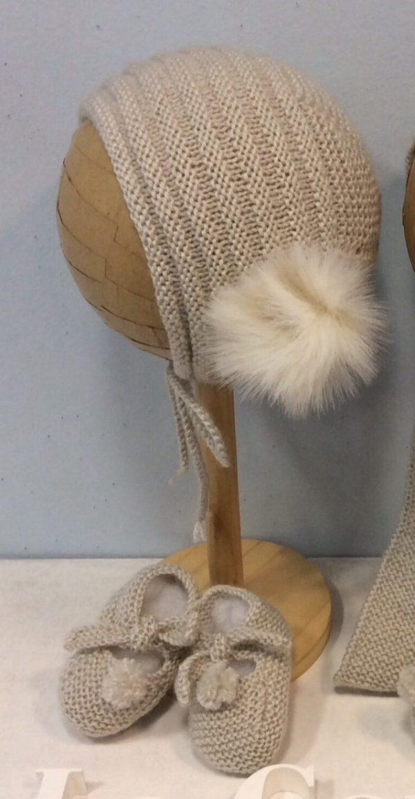 Patucos anudados de lana con pompón